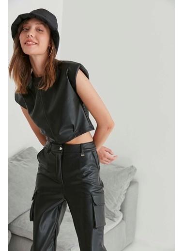 Vitrin Suni Deri Crop Bluz Siyah